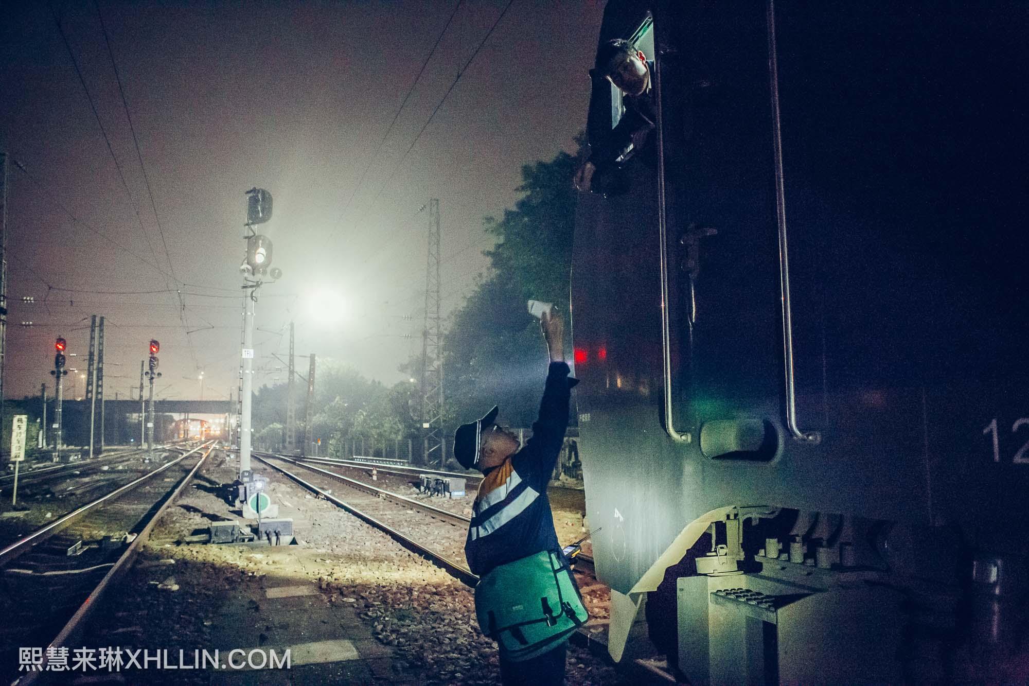 《春节深夜中的江村车站》